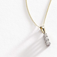 Pendant Photographer Jewellery Leeds.jpg